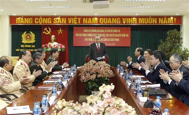 Deputy PM pays pre-Tet visit to departments of public security ministry hinh anh 1