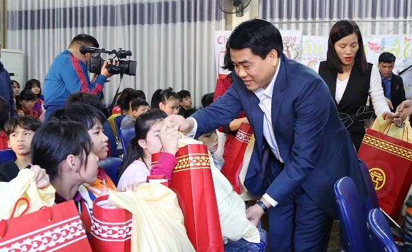 Hanoi leader pledges facilitating disabled people's integration hinh anh 1