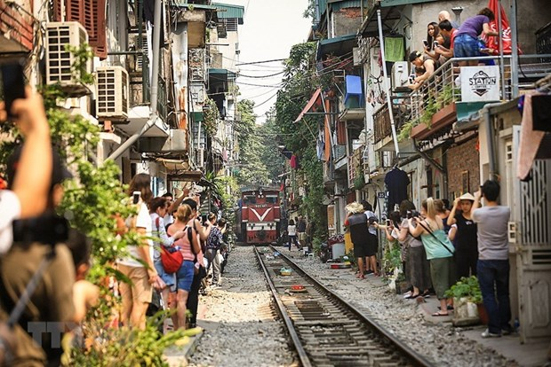 Hanoi welcomes over 2.4 million tourists in January hinh anh 1