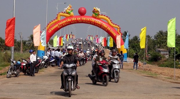 Bridge helps connect An Giang province with Cambodia hinh anh 1