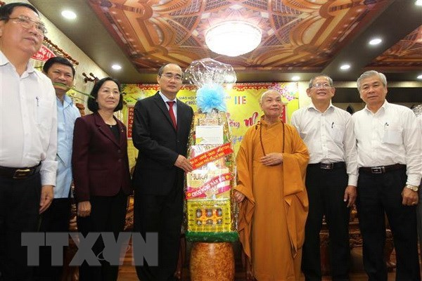 HCM City's leader pays pre-Tet visits to religious dignitaries hinh anh 1