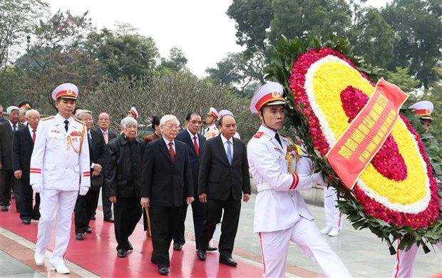 Leaders pay tribute to President Ho Chi Minh on Party's founding anniversary hinh anh 1
