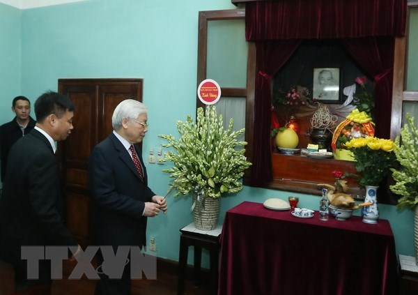 Party chief pays tributes to President Ho Chi Minh ahead of Tet hinh anh 1