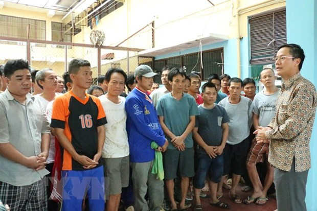 Vietnamese Ambassador to Indonesia pays pre-Tet visit to detained fishermen hinh anh 1