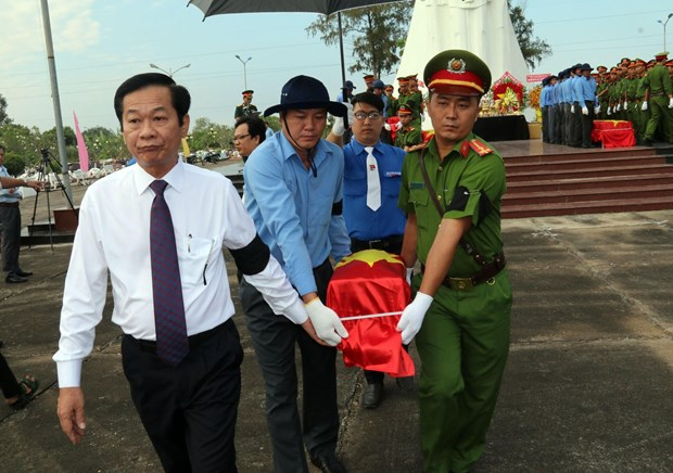 Reburial service for remains of fallen soldiers held in Kien Giang hinh anh 1