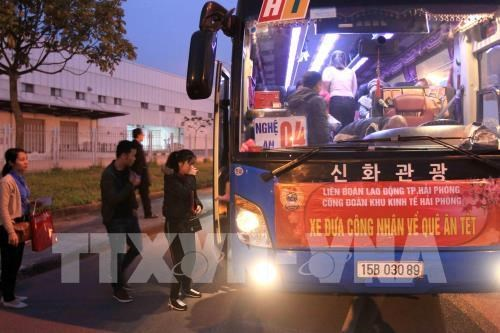 Free rides for workers in Hai Phong, Ha Nam to return home for Tet hinh anh 1