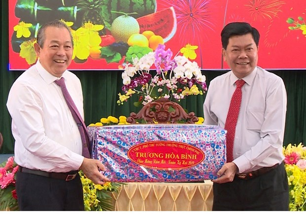 Deputy PM pays Tet visit to Long An province hinh anh 1
