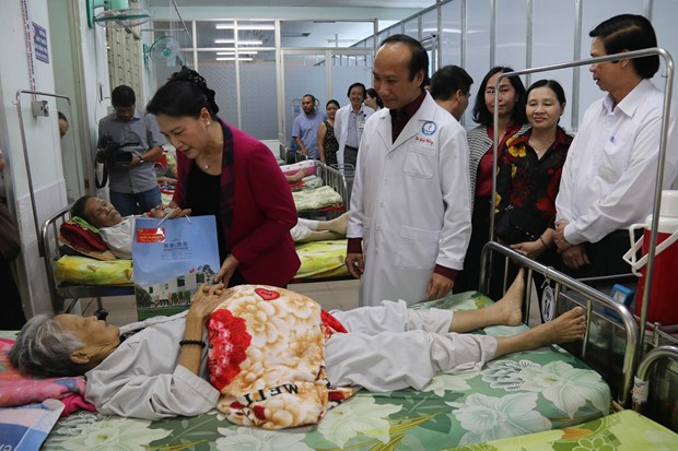 NA leader pays Tet visit to Tien Giang's police, medical workers hinh anh 1
