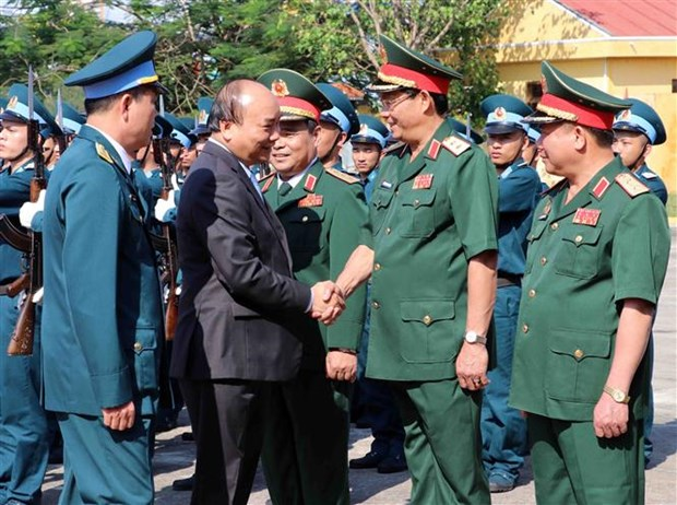 PM inspects combat readiness in Air Force Division 372 ahead of Tet hinh anh 1