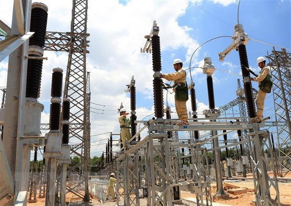 EVNNPT to launch 33 power transmission projects hinh anh 1