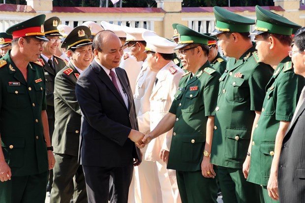 PM pays Tet visits to armed forces, residents in Da Nang city hinh anh 1