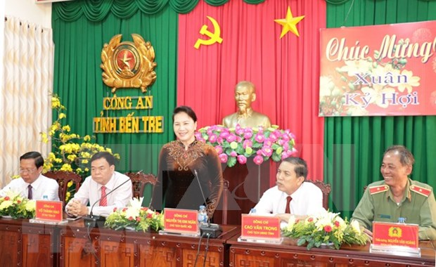 NA Chairwoman pays Tet visit to Ben Tre's police, border guard hinh anh 1