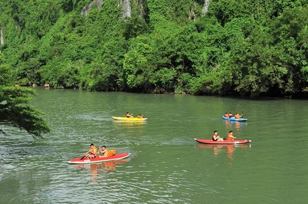 Quang Binh aims to greet 4.3 million tourists in 2019 hinh anh 1