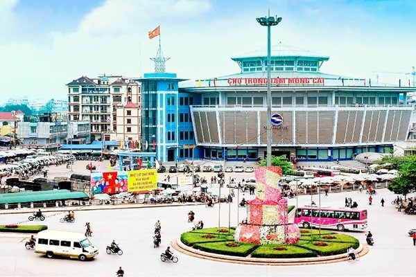 Mong Cai city welcomes 24,000 tourists on first five days of Tet hinh anh 1