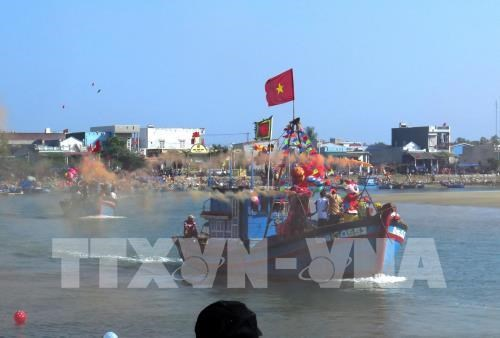 Quang Ngai: fishermen celebrate first sailing of Lunar New Year hinh anh 1