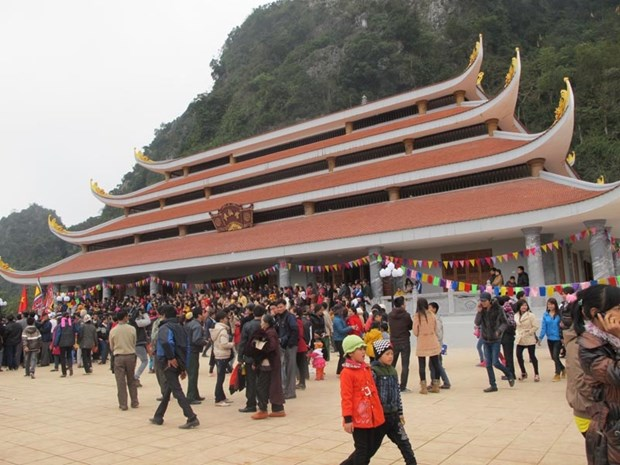 Thousands of people join Tien pagoda festival in Hoa Binh hinh anh 1
