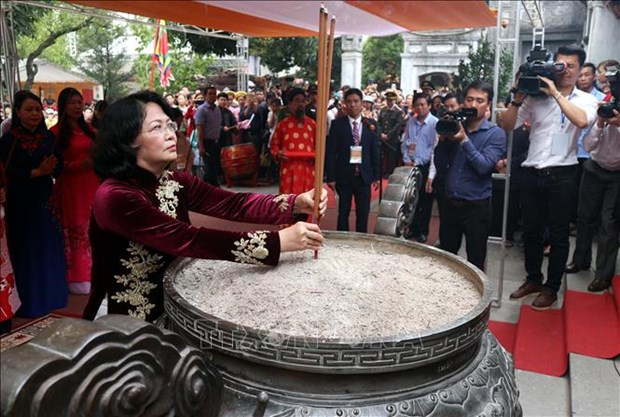 Vice President offers incense in commemoration of Trung Sisters hinh anh 1