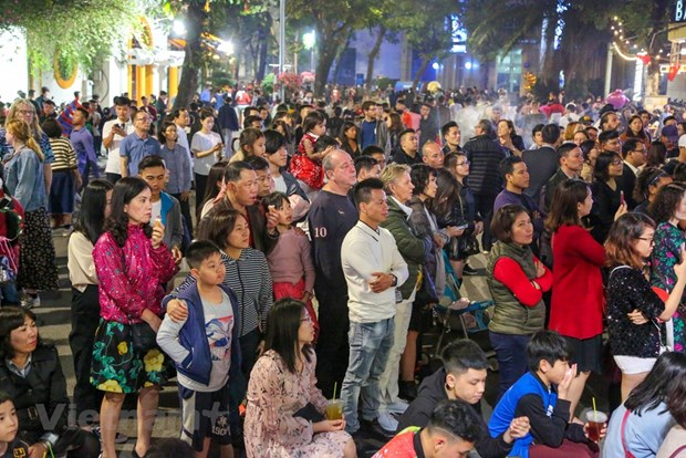 Hanoi attracts 515,000 visitors during Tet hinh anh 1