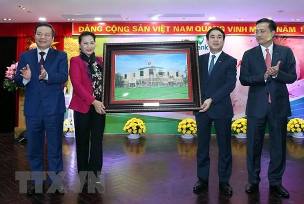 Top legislator visits Vietcombank, customs sector after Tet hinh anh 1
