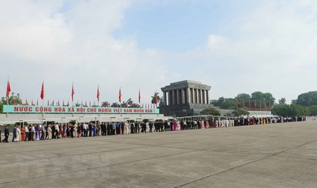 Over 47,000 people visit Ho Chi Minh Mausoleum during Tet hinh anh 1