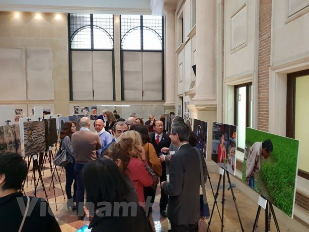 Photo exhibition in Spain highlights Vietnam's beauty hinh anh 1
