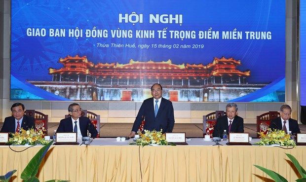 PM asks central localities to promote regional connectivity hinh anh 1