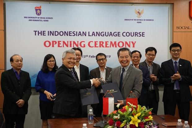 Indonesian language officially taught at Vietnam National University hinh anh 1