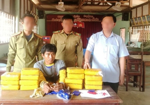 Quang Tri: Lao man arrested for smuggling 94,000 meth pills hinh anh 1