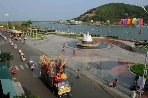Kien Giang accelerates investment, trade, tourism promotion hinh anh 1