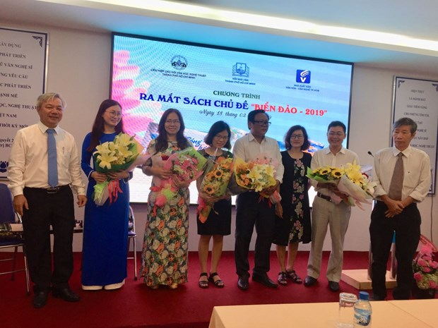 Book collection on seas, islands introduced in HCM City hinh anh 1