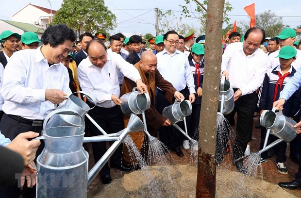 Government leader underlines significance of tree planting hinh anh 1