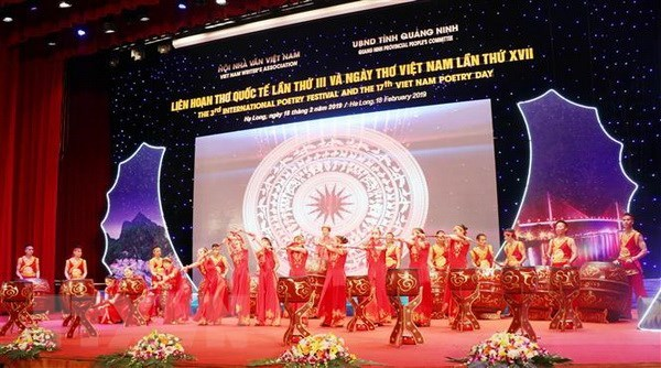 Ha Long poetry night gathers 200 Vietnamese, foreign delegates hinh anh 1