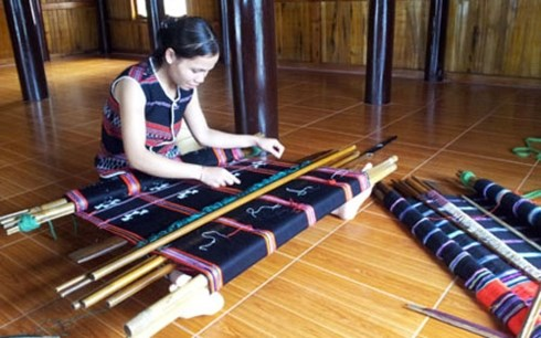 Festival brings Hue traditional craft products to the world hinh anh 1