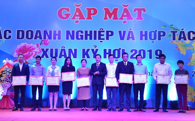 Hoa Binh pledges to remove obstacles facing local firms hinh anh 1