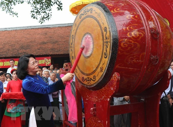 Festival commemorates first king of Vietnamese people hinh anh 1