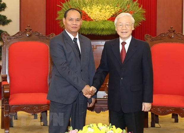 Top leader welcomes Lao Minister of Public Security hinh anh 1
