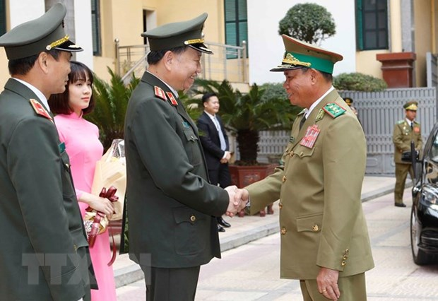Vietnamese, Lao Ministries of Public Security step up cooperation hinh anh 1