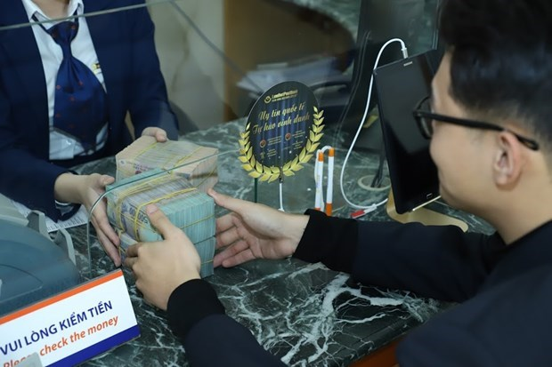Reference exchange rate down 2 VND on February 21 hinh anh 1