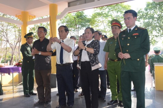 Memorial stele for border war martyrs inaugurated in Gia Lai hinh anh 1
