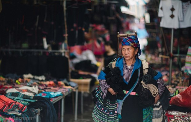 Efforts made to preserve ethnic minority attire hinh anh 1