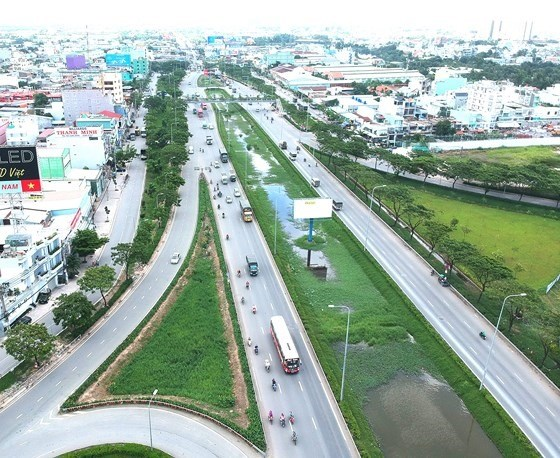 Experts call for high-speed railway to ease Mekong Delta congestion hinh anh 1