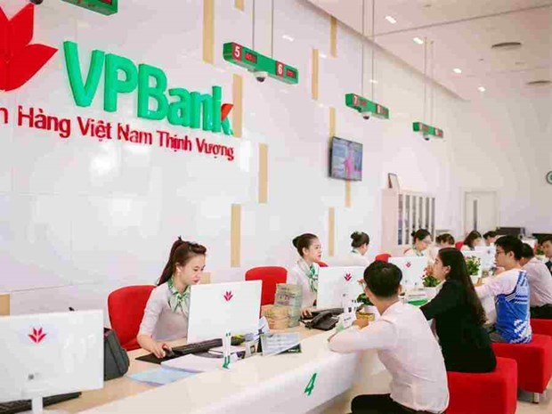 Banks earn huge services profits hinh anh 1