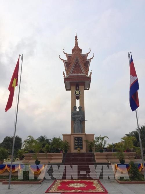 Another Vietnam-Cambodia Friendship Monument inaugurated hinh anh 1