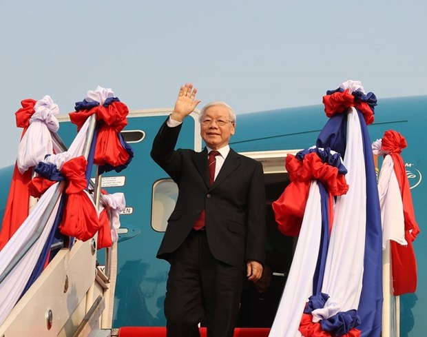 Top Vietnamese leader begins official friendly visit to Laos hinh anh 1