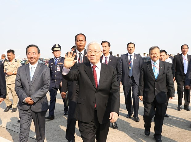 Leader starts state visit to Cambodia hinh anh 1