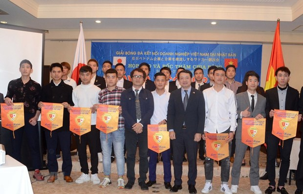 Vietnamese firms in Japan to compete in first football championship hinh anh 1