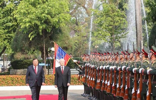 Lao media highlights Vietnamese top leader's visit hinh anh 1