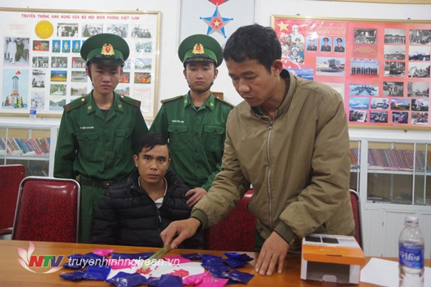 Nghe An: man arrested with 4,800 meth pills hinh anh 1