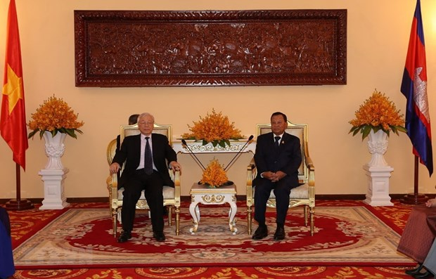 Top leader meets with Cambodia's Senate, NA Presidents hinh anh 1