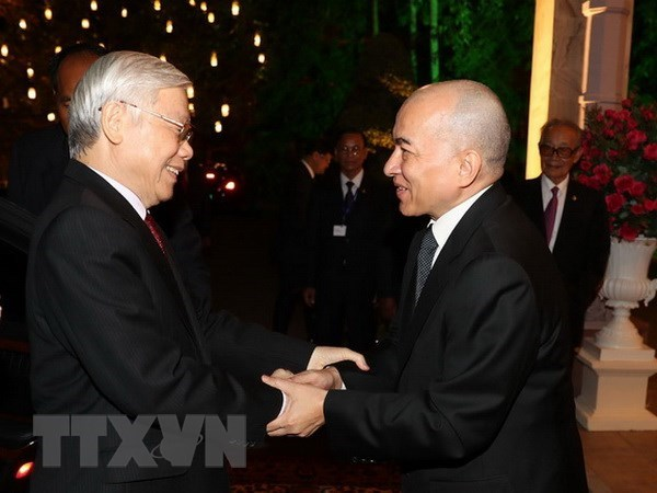 Leader sends thank-you message to Cambodian King hinh anh 1
